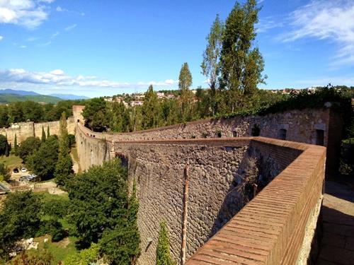 Mury obronne w Gironie